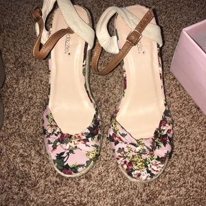 Shoe dazzle wedges nwt just bent straps from box